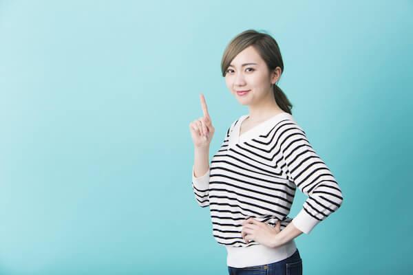 女性有料のマッチングアプリで出会いを増やすコツについて説明する女性