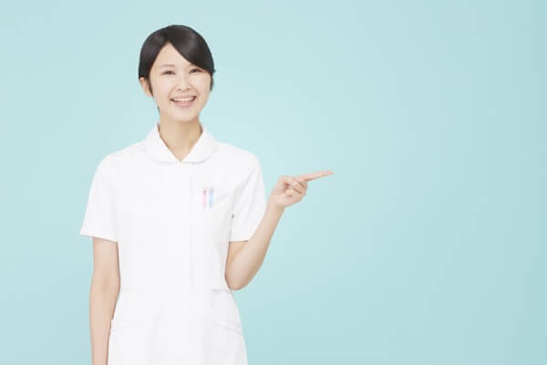 教える看護師
