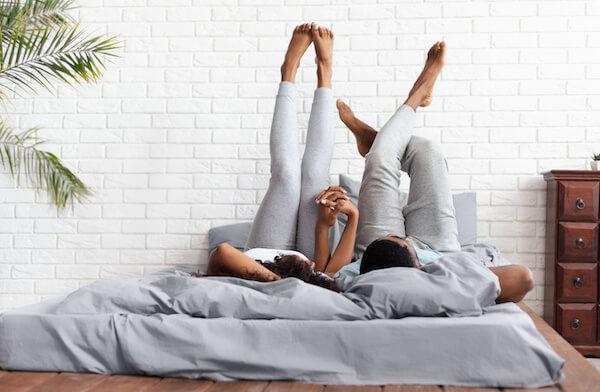 添い寝するソフレ