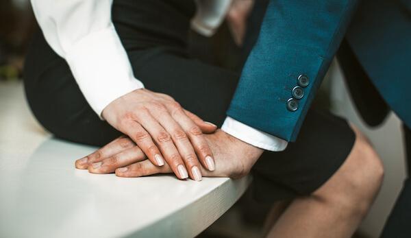 マッチングアプリで出会った既婚者の手