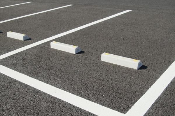 車内プチをする駐車場